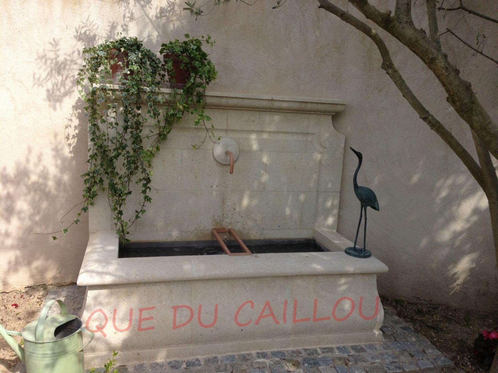 Fontaine murale en pierre d 39 espeil bouc bel air pr s d - Fontaine en pierre murale ...