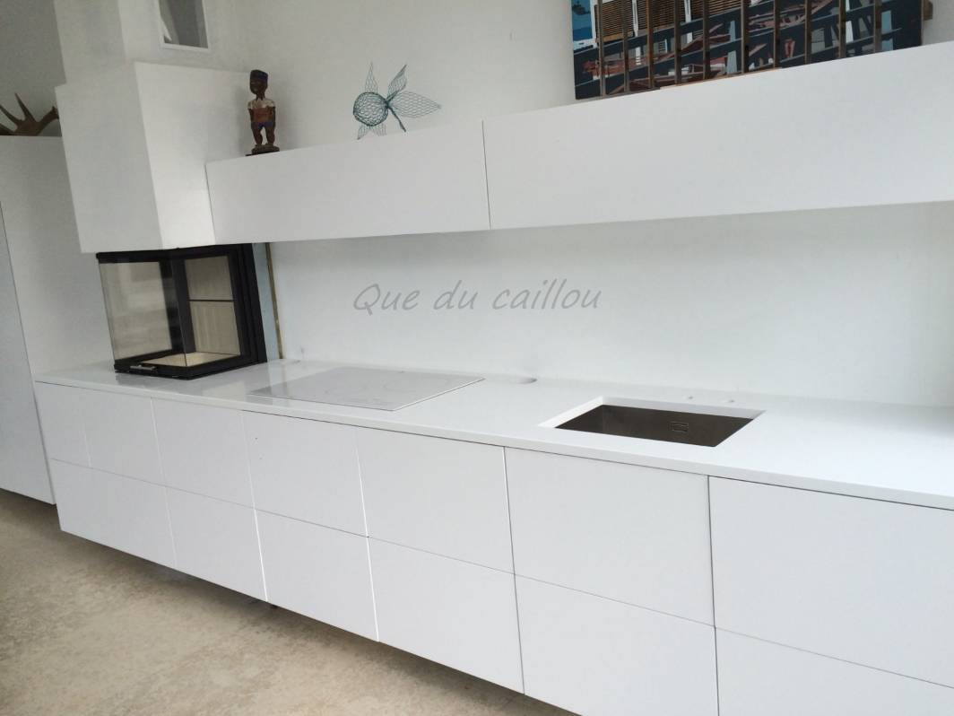 affordable plan de cuisine en quartz blanc marseille with quartz blanc plan de travail. Black Bedroom Furniture Sets. Home Design Ideas